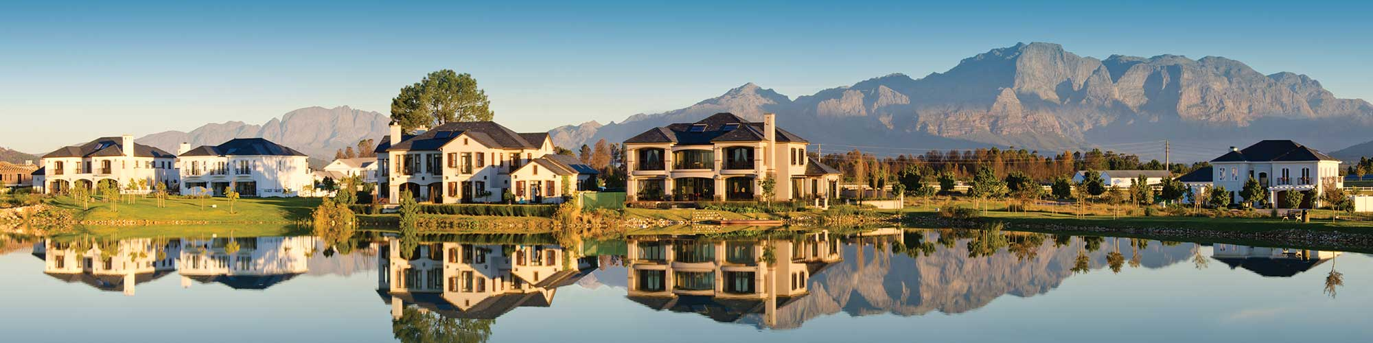 bergstreme-home-builders-paarl-val-de-vie-house-panoramic.jpg